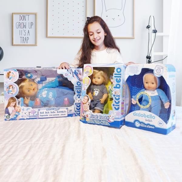 Παιδιά που βγαίνουν με κούκλες